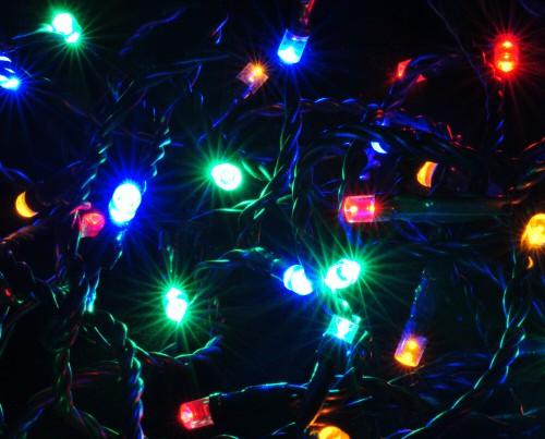 80er LED Lichterkette mit bunten LEDs - Länge 1600 cm, für den für Innen- und Außenbereich
